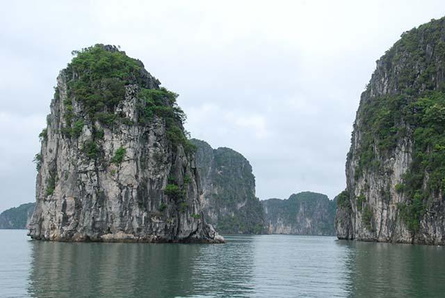 Vietnam Noord Centraal Rotsen in water