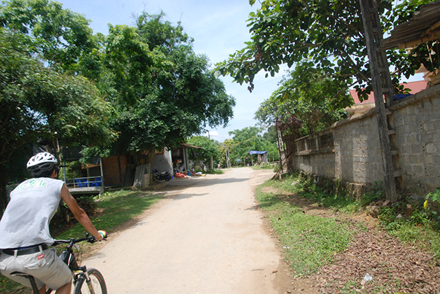Vietnam Fietser in dorp